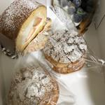 Ridi - 料理写真:桃ロールケーキ、ブルーベリータルト、シュークリーム