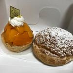 ゴトウ洋菓子店 - 料理写真:マンゴータルト、シュークリーム