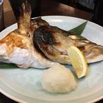 八丈島 - おまかせカブト焼き たぶんカンパチ(今日はカンパチか真鯛しかないっていってたから)。カマっておいしいよねぇ〜幸せ