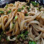 拉麺 空海 - 台湾まぜそば     トップに黄卵・魚粉・ニラ 玉ねぎ・旨辛挽肉・ネギ・ニンニク・海苔