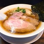 らーめん 稲荷屋 - 料理写真:醤油(細麺)700円