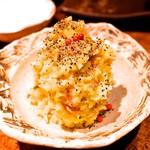 71039701 - 名物ポテトサラダは、なんと暖かいサラダ。塩気はいぶりがっこで調整しているという、新感覚サラダ!