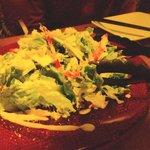 7104912 - 赤いガラスのお皿がキレイな...シーザーサラダ♪