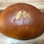 手仕事パン工房 榮や - クリームパン