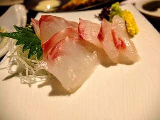 高知藁焼き 屋台餃子 土佐宿毛マーケット - 宿毛直七鯛刺身