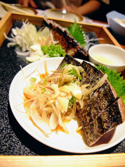 高知藁焼き 屋台餃子 土佐宿毛マーケット - かつおの藁焼き塩たたき・タレたたき盛り合わせ