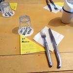 ワールド・ブレックファスト・オールデイ - テーブルセッティング