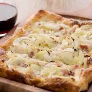 フランス・アルザス地方の『タルトフランベ』は食事やおつまみで