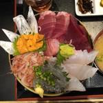 丼兵衛 - 五色丼(まぐろ、キツネ鯛、太刀魚、生桜海老、生しらす)・両方大盛り・ウニトッピング