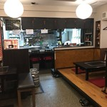 鉄板酒房 のむらshokudo - 小上がりの間とテーブル席