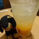 京もつ鍋 亀八 - 生オレンジ搾りソーダ
