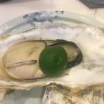 蔵元佳肴 いづみ橋 - 牡蠣の低温酒蒸し