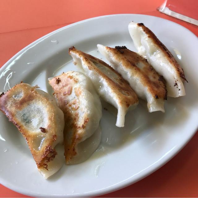 宝軒 - 餃子。 単品で税込360円。 美味し。