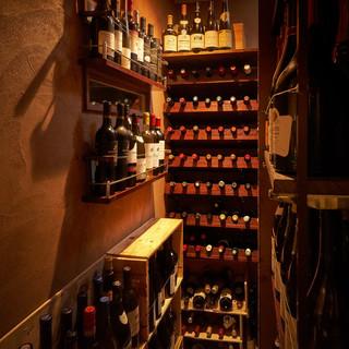 世界各国のワインを多数取り揃え。料理の旨味と共に召し上がれ