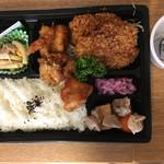 鮪牛 - 豚ヒレかつ&唐揚げ弁当(680円)