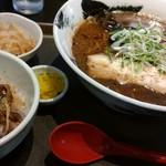 71053922 - 濃厚黒醤油らーめん チャーシュー丼ランチ