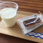 71053935 - 豊富牛乳 250円+カタラーナ 250円