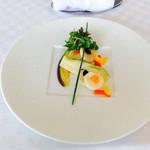 71054578 - 帆立貝のミキュイ 二種のキャビア バニラ風味 水茄子のサラダ