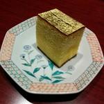 71054618 - 上段の金箔つき蒸しカステラ
