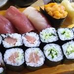 71054727 - お寿司色々