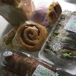 ボストンベイク - 福袋的なパン300円。 食パン、サンドイッチ、ポテトチリソース他 全7点。