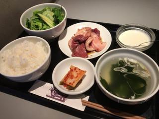 ビーフキッチン - 切り落とし定食(切り落とし・サラダ・キムチ・ライス・スープ・杏仁豆腐)