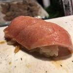 第三春美鮨 - メジマグロ 54kg腹上一番 大トロ 熟成7日目 定置網漁 青森県深浦