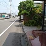 ボン・ヴォイージ - 外観(道通り)