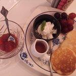 ゴスペル カフェ - Pancakes with Seasonal Fruit