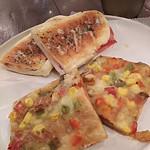71060502 - パニーニとベジタブルピザ