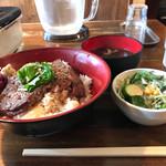 白肉屋 - ステーキ丼 大盛り 810円+Aセット226円