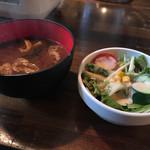 白肉屋 - Aセット226円  お味噌汁、サラダ