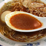 ラーメン大河 - 豆板醤をガッツリ入れたら真っ赤なスープに!少量の方がバランス良いと 少し後悔