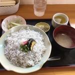 安芸しらす食堂 - 釜あげちりめん丼セット800円