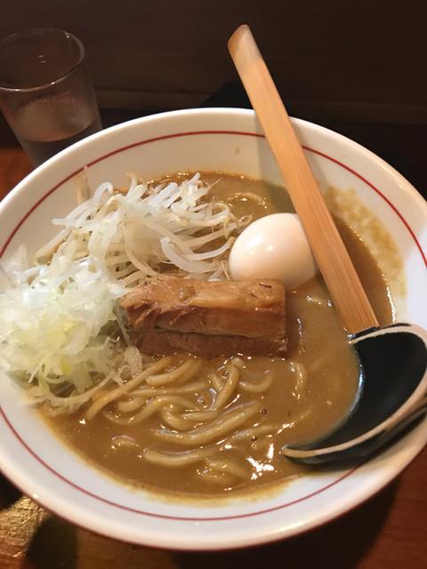 味噌ラーメン専門店 麺と人 京都本店 - 角煮味噌ラーメン 煮卵入り
