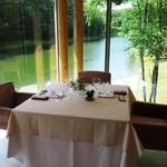 ホテルニドム - 新郎新婦席からニドムの湖を望む