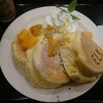 71072717 - 季節の国産フルーツパンケーキ