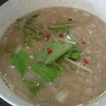 塩白湯らーめん ソラシオ - ピンクペッパーがオサレ(^○^) 味わいは塩っぱさが気になりました。
