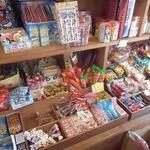 折原商店 - 駄菓子も置いてある