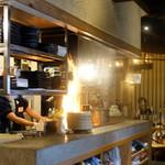 藁焼き鰹たたき明神丸 - 藁焼きパフォーマンス