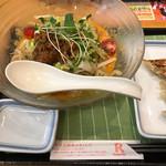リンガーハット - 料理写真:冷やしちゃんぽん(赤)餃子セット