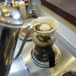 アーチ カフェ - ハンドドリップの本格コーヒー 380円
