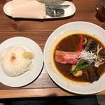 札幌スープカレー専門店 カンクン - トロトロ角煮&ベジタブル (トッピングが厚切りベーコン)