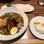 札幌スープカレー専門店 カンクン - じゃがチーズと夏野菜のネバスープカレー(トッピングがジューシーチキンレッグ)
