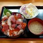 吉里吉里 - 海鮮ちらし(690円)