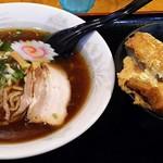升亭 - 醤油ラーメン・煮かつ丼セット734円