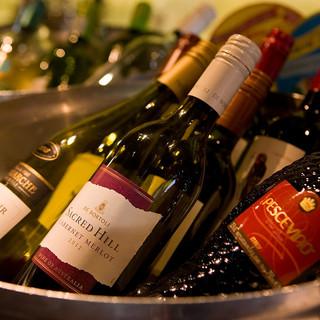各国のワインが飲み放題で楽しめる!!