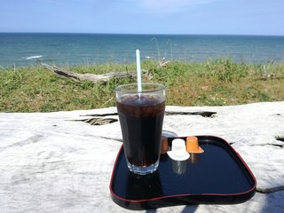 GAKE - 2017年6月:海を見ながらアイスコーヒー