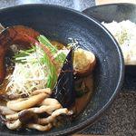 Spice&mill - きのこと豆のカレー 950円 ベジタブルスープ