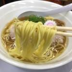友愛亭 - 本気さんま正油ラーメン(700円)麺リフト